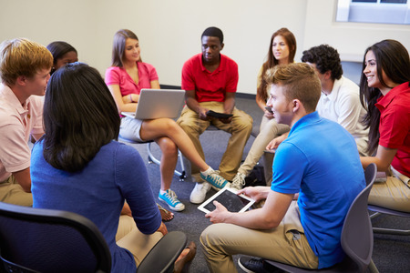 High School Students Taking Part In Group Discussion Standard-Bild