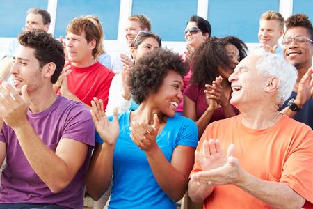 Publiek Applaudisseren Op Outdoor Concert Performance