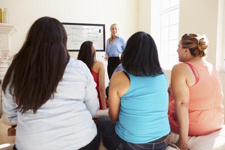 alumnos en clase: Grupo de personas con sobrepeso Asistir Club de Dieta