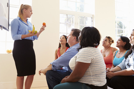 ダイエット クラブに出席して太りすぎの人々 のグループ