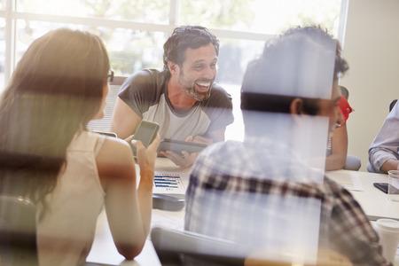 tvůrčí: Návrháři mají schůzku pohledu přes okno