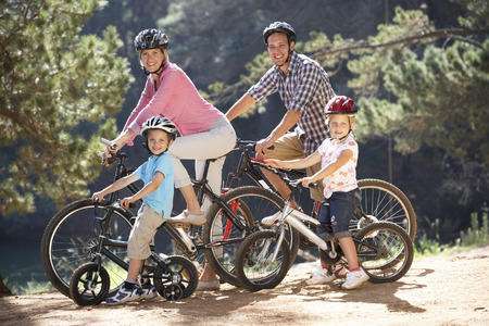 Young family on country bike ride 스톡 콘텐츠