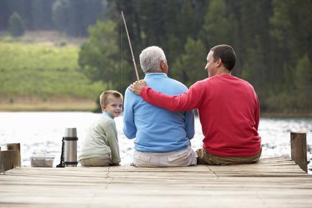 man fishing: Padre, hijo y abuelo de pesca
