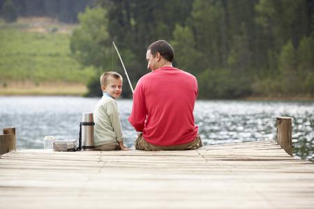 man fishing: Padre e hijo de pesca
