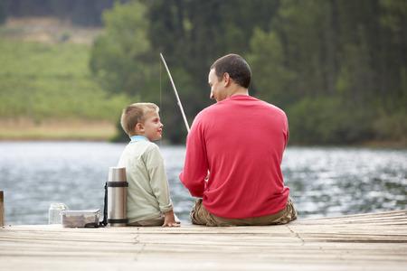 rios: Pai e filho de pesca Banco de Imagens