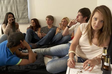 jovenes tomando alcohol: Los adolescentes beber y fumar