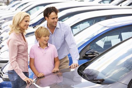 buying: Family buying new car