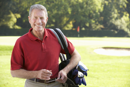 Senior man on golf course Banque d'images