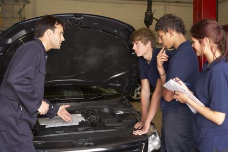 trainee: Trainee mechanics at work