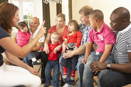 Reunión del Grupo para las familias Síndrome de Downs Foto de archivo - 33604442