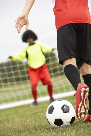 wallingford: Boy goalkeeper braced for penalty shot Stock Photo