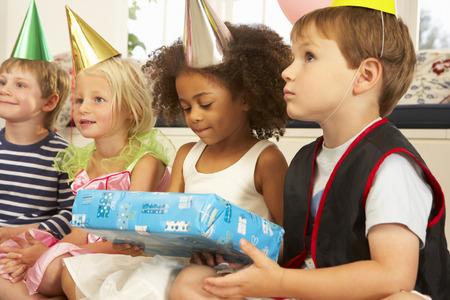 Bambini divertenti pagliaccio al partito Archivio Fotografico - 33604466