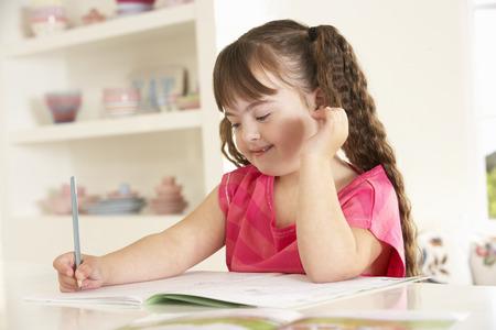 Meisje met het syndroom van Down tekening Stockfoto - 33604506