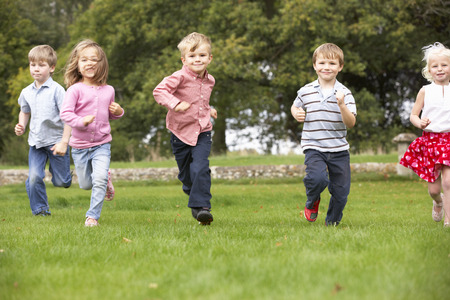 wallingford: Small group young children running in park