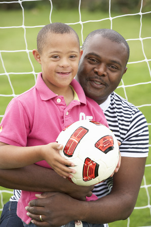 balones deportivos: Padre con S�ndrome de Down hijo