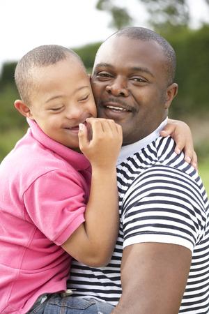 Vader met het syndroom van Down zoon Stockfoto
