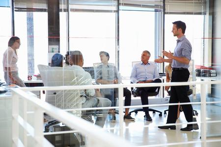 현대 사무실에서 비즈니스 회의