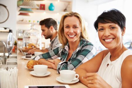 lunch meeting: Two women meeting together in a cafe