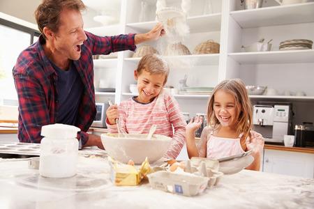 Father baking with children Archivio Fotografico
