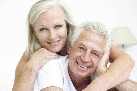 parejas enamoradas: Retrato de pares mayores románticos en el país