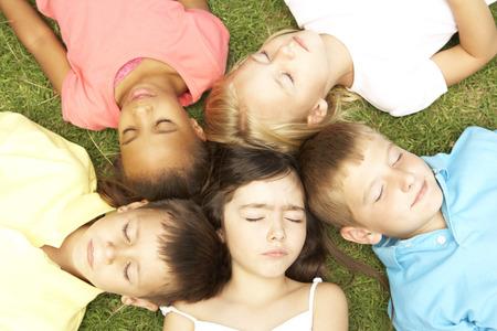 niños felices: Opinión de arriba Grupo de Descansar Niños