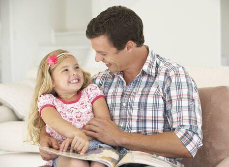 padre e hija: Padre e hija libro de lectura en el hogar