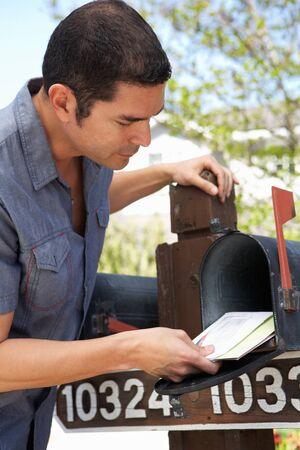 ヒスパニック男チェック メールボックス