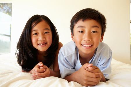 niñas chinas: Retrato joven asiática y el niño