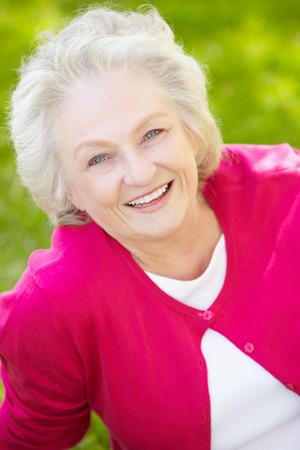 年配の女性の屋外 写真素材