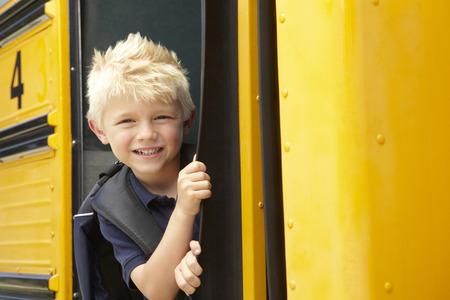 Basisschoolleerling Boarding Bus Stockfoto