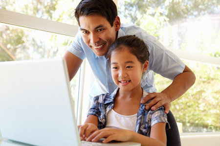 father and daughter: Father and daughter using laptop Kho ảnh