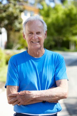 vecchiaia: Fit, attivo, anziano all'aperto