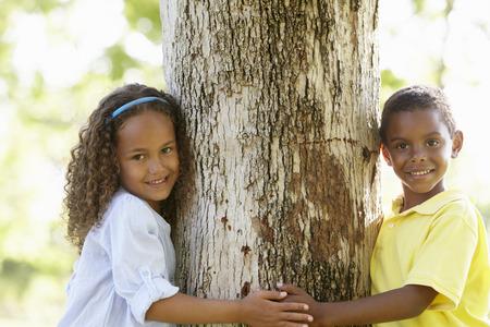 Afro-Amerikaanse Kinderen die in het Park Stockfoto