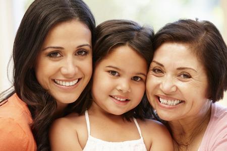 3 世代ヒスパニック系女性 写真素材
