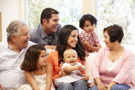 3 世代ヒスパニック系の家族の家