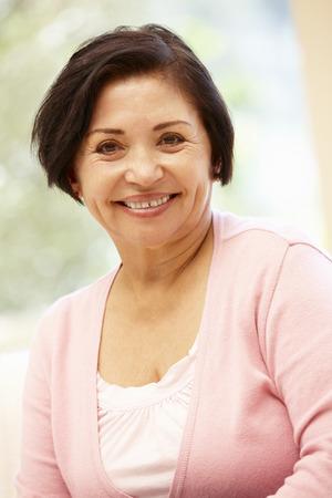 가정에서 수석 히스패닉계 여성