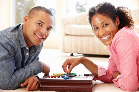 mixed race couple: Raza mixta pareja de juego de solitario