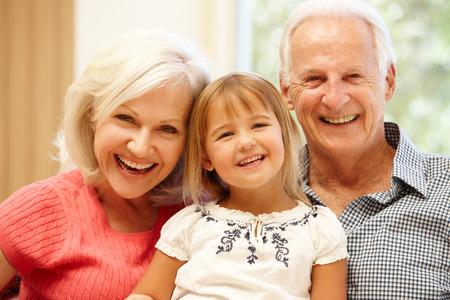 Les grands-parents et petits-enfants Banque d'images - 42109384