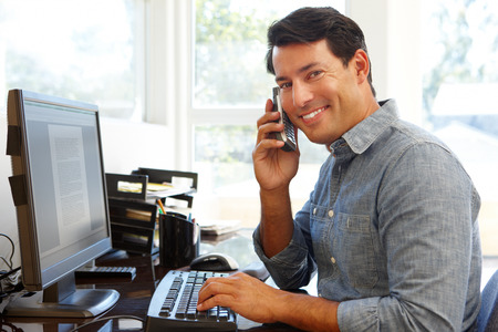 Man working in home office Reklamní fotografie - 42109273