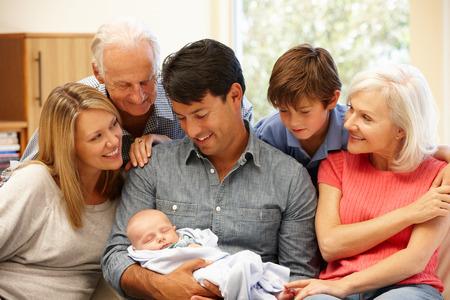 Retrato de familia de varias generaciones Foto de archivo - 42109222