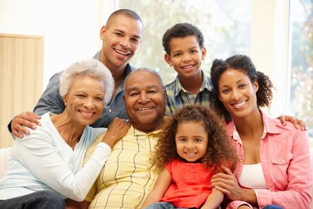 3 Génération famille à la maison Banque d'images - 42109196