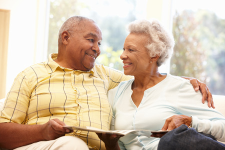 couple afro americain: Senior African American couple reading