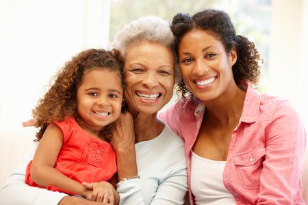 famille africaine: M�re, fille et petite-fille