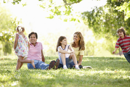 4 5 year old: Family in park