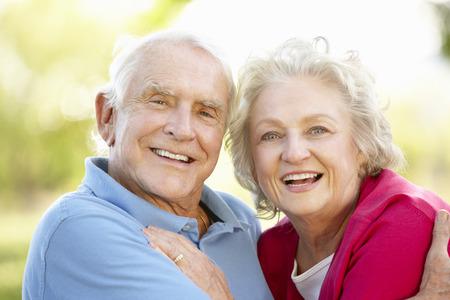 Senior couple in park Foto de archivo
