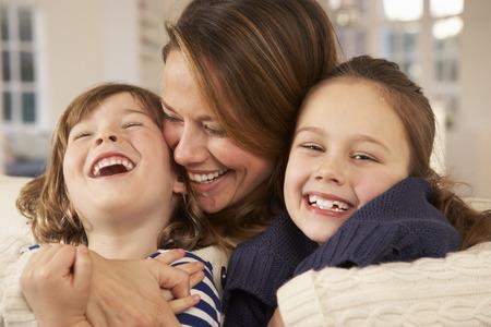 肖像画の母と子供の家