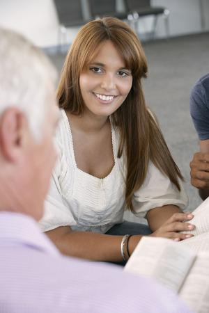 mixed age range: Reuni�n del Grupo de Estudio de la Biblia