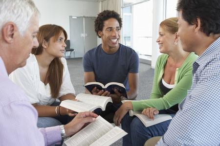 studium: Setkání Bible Study Group Reklamní fotografie