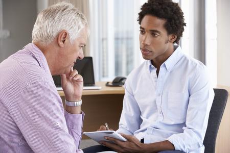 Здоровье: Мужчина среднего возраста Имея Психологическое консультирование сессии Фото со стока