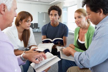 clase media: Reunión del Grupo de Estudio de la Biblia